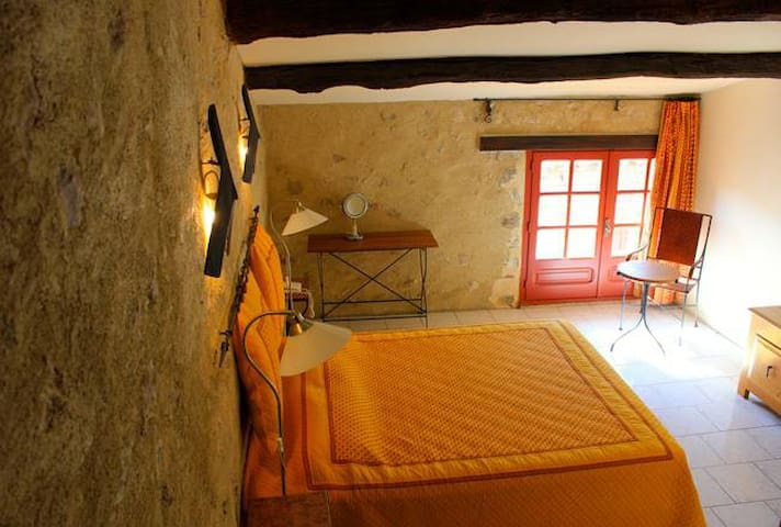 Chambres spa et table d'hôtes le Mimosa - Saint-Saturnin-de-Lucian - Bed & Breakfast