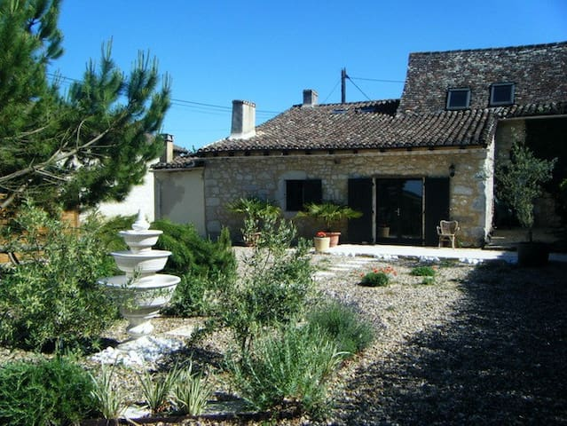 Lovingly Renovated Stone Farmhouse! - Eymet - Rumah