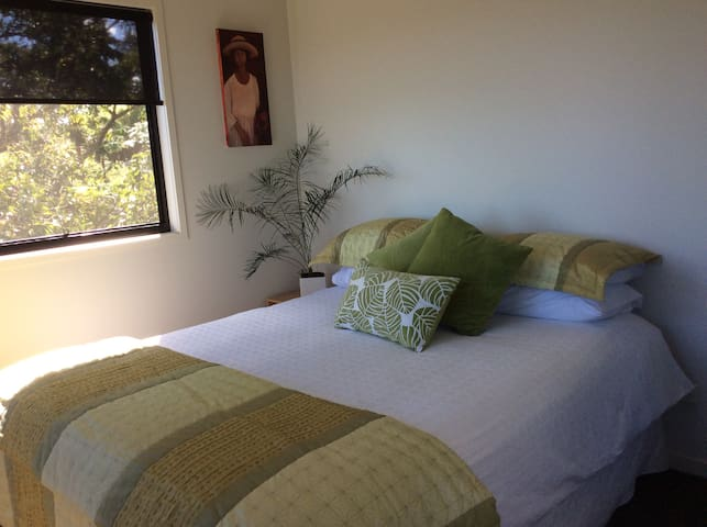 We offer you a beautiful clean and comfortable bed in a light and airy bedroom