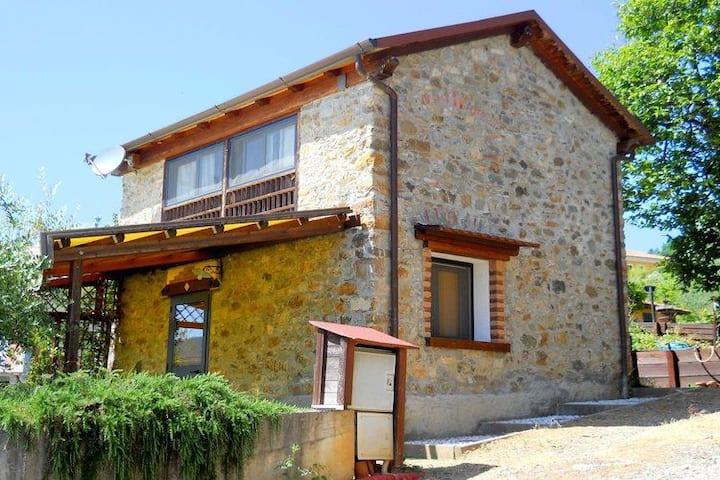 Residence Montebello, Casa in sasso con piscina