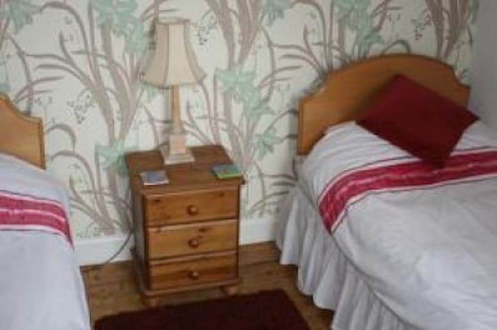 The twin bedroom!