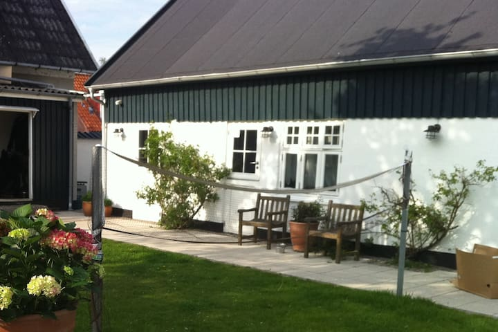 Cozy guest house close to castle and gardens - Hillerød