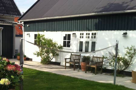 Cozy guest house close to castle and gardens - Hillerød - Guesthouse