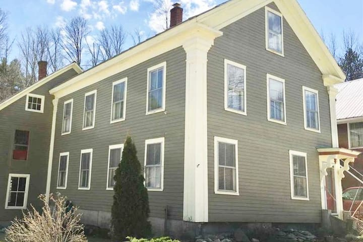 A stately, 1863 Greek-revival VT home in the village of Jamaica, 10 mi from Stratton Mountain, and close to Bromley, Magic and Mt. Snow. Sleeps 8. 2 baths, and a large chef's kitchen. Surround yourself with luxury and class in this historic home.
