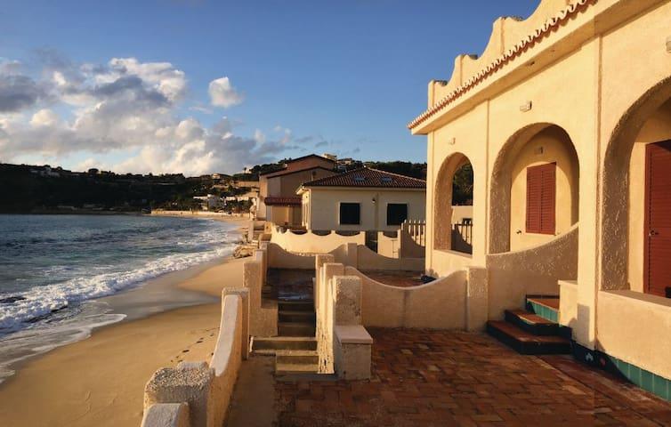 Villa Leone, a 5 metri dal mare! - Santa Maria - วิลล่า