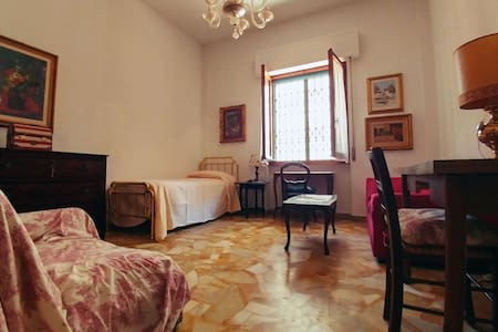 """Campo di Marte"" - Bright, Confortable Single Room - Apartment"