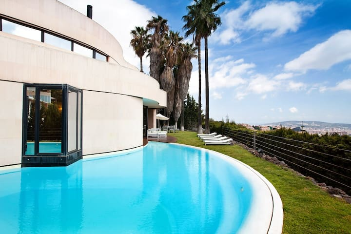 BARCELONA CITY - LUX. VILLA & POOL