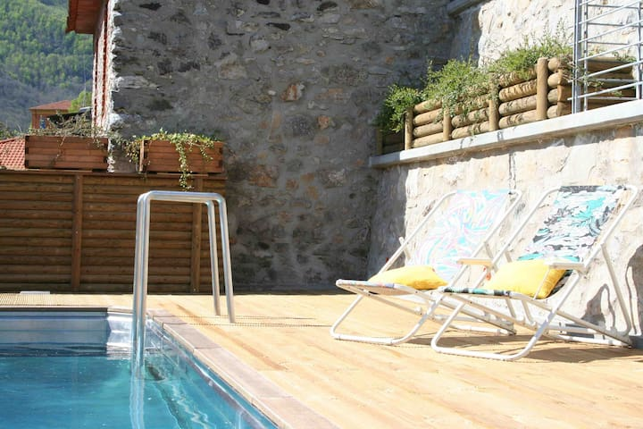 Relax by the pool - heated in spring & fall !!