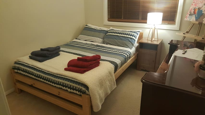 Quiet and conveniently located room - Wahroonga