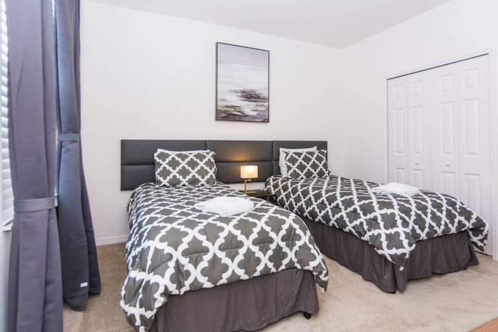Spacious Private Bedroom in Beautiful House-48-09