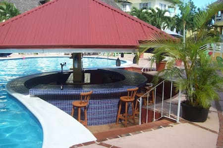 Luxury Penthouse with pool jacuzzi - Ocho Rios - Apartment