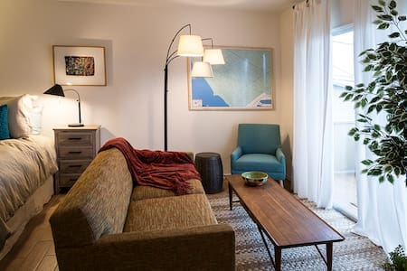 TheDudley: yr cozy loft @ the beach - Huoneisto