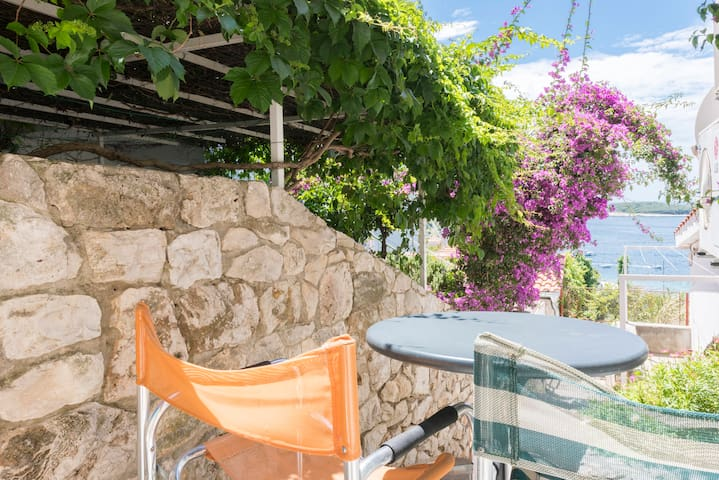 App. Jelka- center of town Hvar