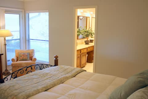 Clean Quiet Retreat - Master BR with Private Bath