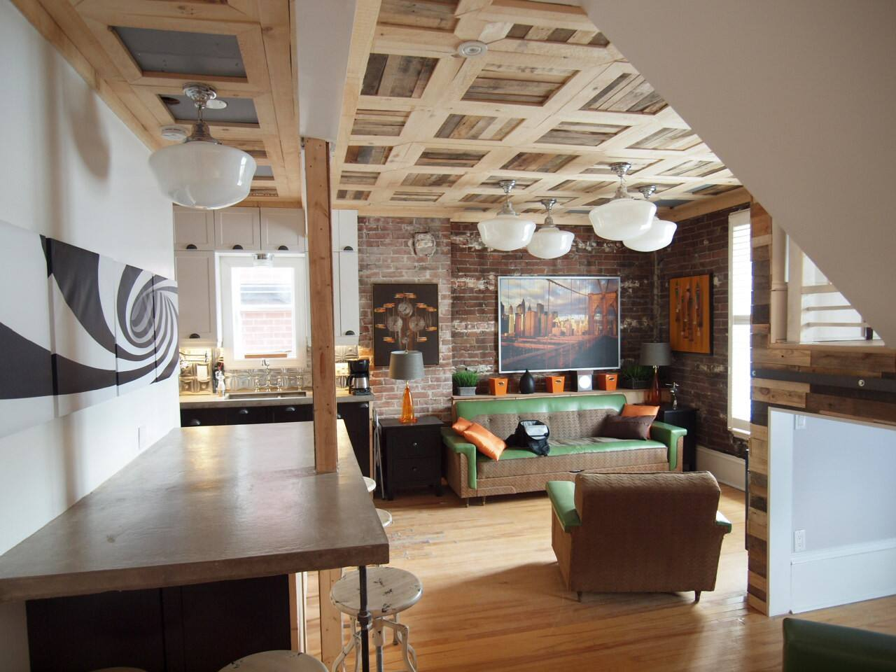 2 story NYC-style loft in downtown Ottawa with sleeping accommodations for 7 people.