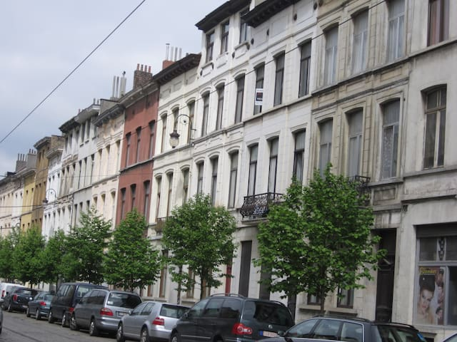 Charme, confort, espace et parking - Schaerbeek - Apartment