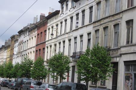 Charme, confort, espace et parking - Schaerbeek - Lakás