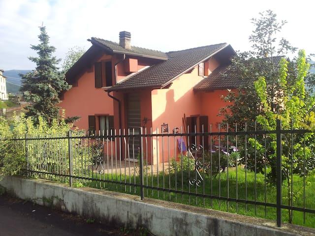 Stanza doppia privata con bagno - Sant'Omobono terme - Гестхаус