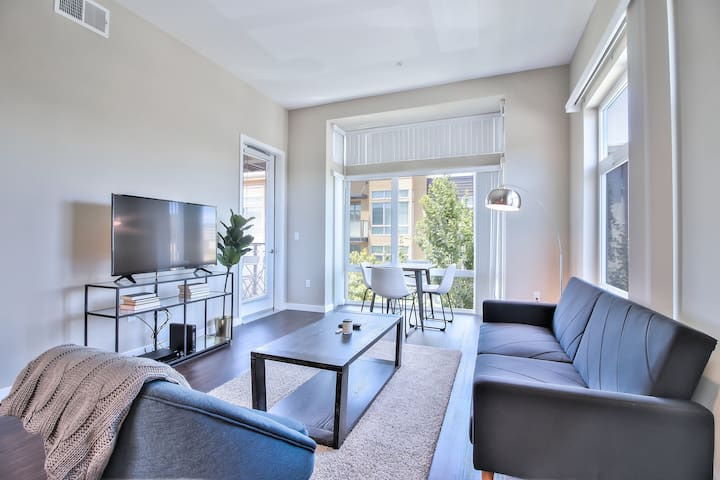 Modern 1BR in Cupertino, Pool + Parking