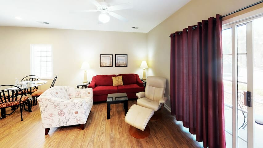 Beautiful Ground Floor Condo - Enjoy the Pools and Activity Center!