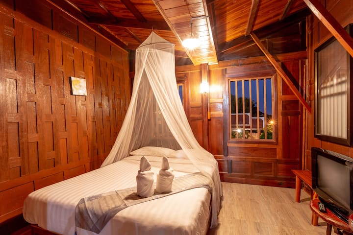 PrivateRoom in Thai Teak House on River