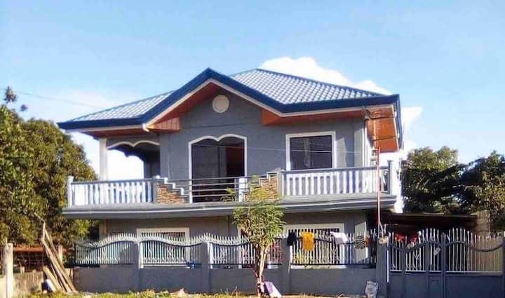 Ren's Retreat:  Split house. Ground floor cebu Cty