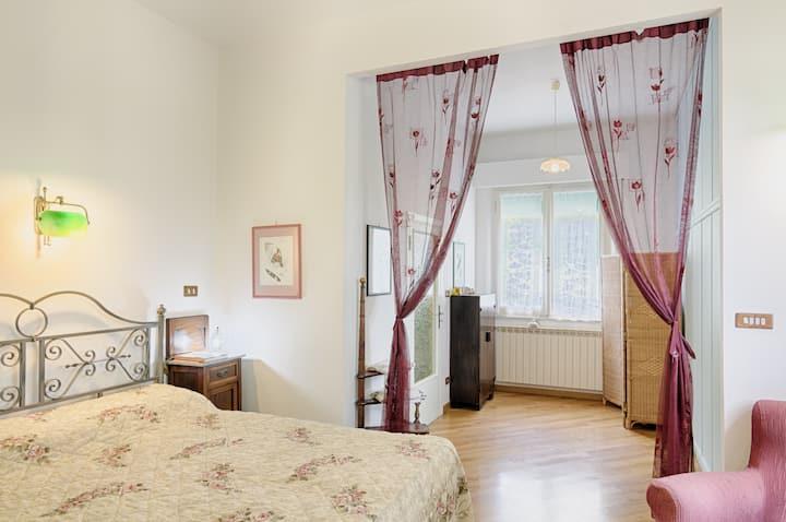 Rooms Villa Chiara: the Red Room