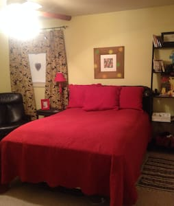 Queen bed with shared bath. - Tupelo