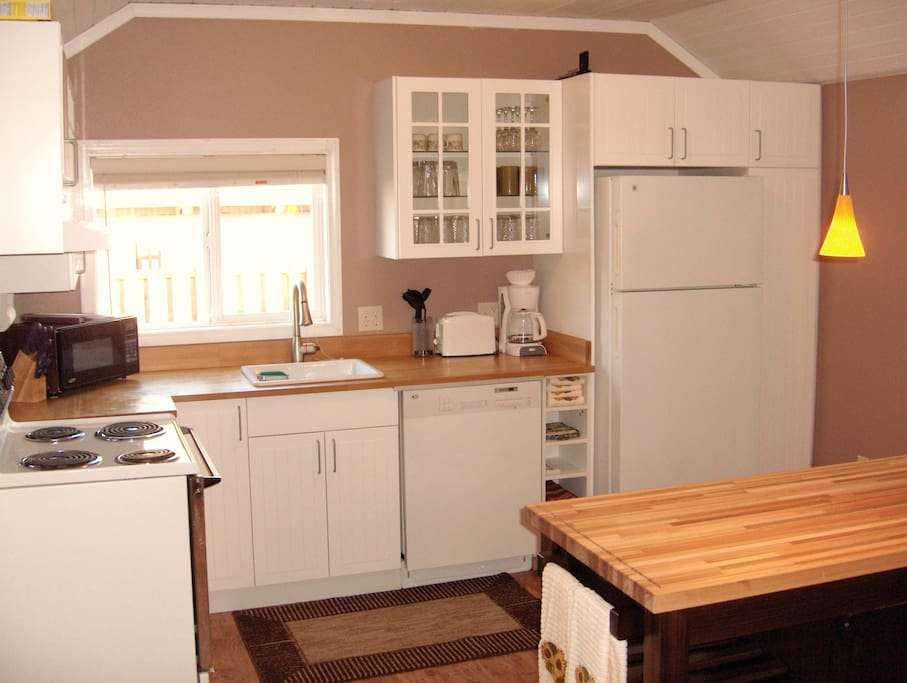 Kitchen with stove, microwave, fridge, dishwasher, toaster & coffee maker + full stocked with pots/pans and utensils