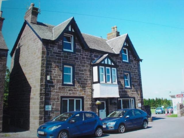 Oswald Villa B&B, Dunning, Scotland - Dunning - Bed & Breakfast