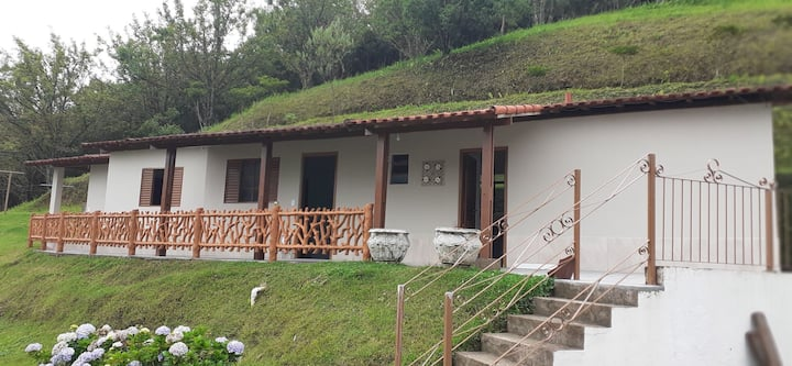 Casa inteira na melhor localização  de Cunha.