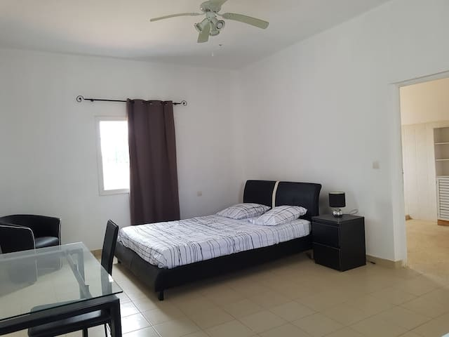 Chambre avec en-suite SDB, dressing-room et petit bureau