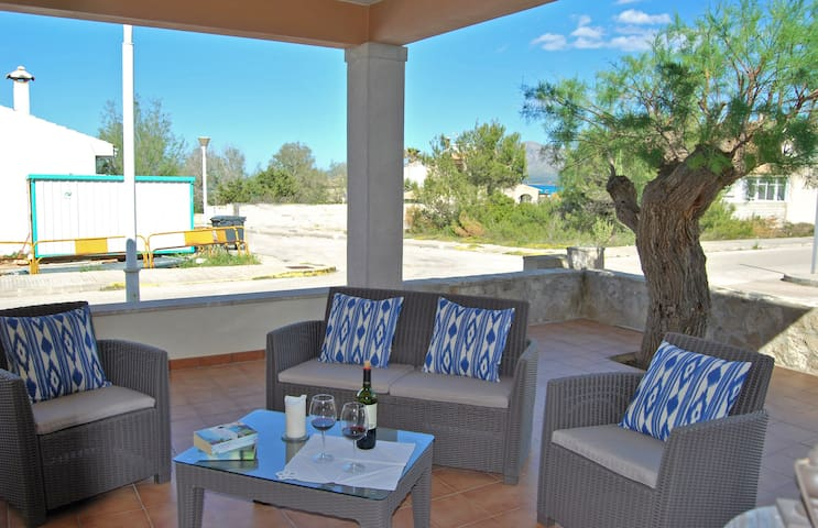 Beautiful 3 bedroom house next to a sandy  beach