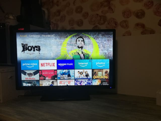 New Smart TV with Netflix and Prime Vidéo.
