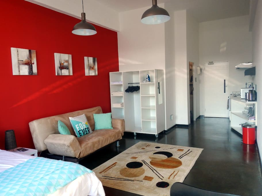 Super maboneng studio with free unlimited wifi for Living room maboneng