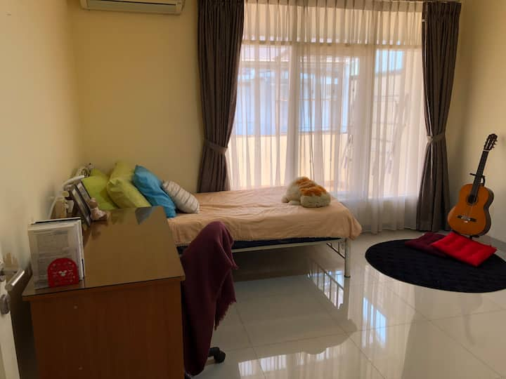 Clean & Tidy Room in Jakarta Suburb - Female Only