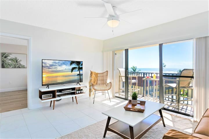 NEW Gorgeous Bright Condo - Renovated, Penthouse, Ocean Views!