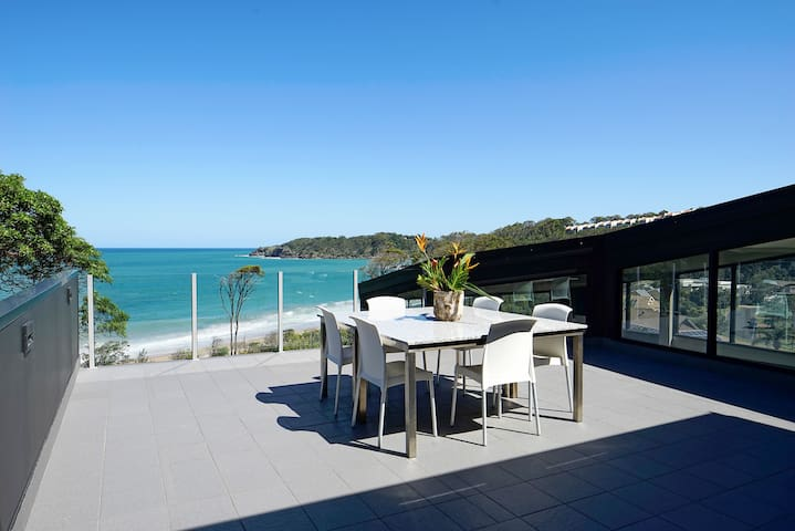 Absolute Beachfront Private Suite And Sundeck - Korora - House