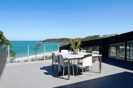 Absolute Beachfront Private Suite And Sundeck - Korora - Huis