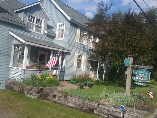 Blue Moon Bed and Breakfast - Lake Placid