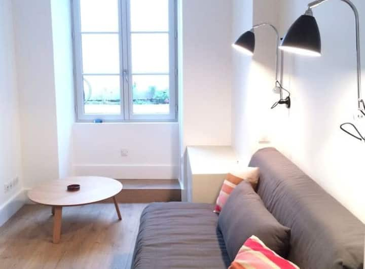 Downtown Saint Jean de Luz ⎜Beautiful studio apartment · 20m from the beach