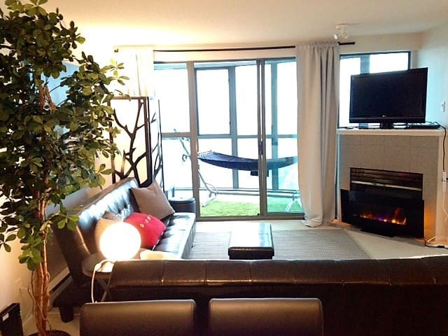 *VIEW* Jr. 2 Bedroom with Canopy Bed on Seawall - Vancouver
