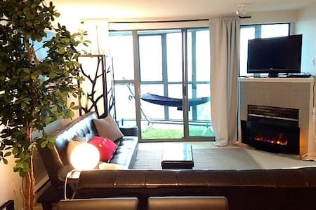 *VIEW* Jr. 2 Bedroom with Canopy Bed on Seawall - Vancouver - Lejlighed