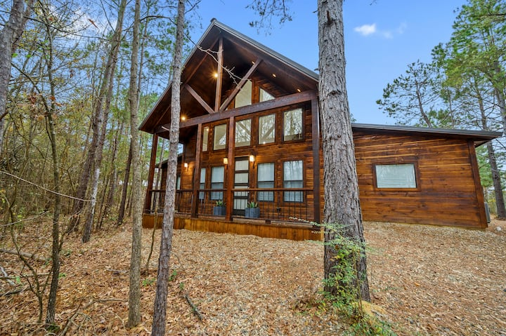 The Modern and Luxurious Mystic Love Cabin!