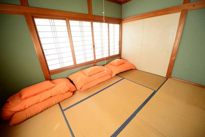 【個室3人まで】お遍路さんやライダー、車での旅行にぴったりの宿。高知市春野町の「はるのゲストハウス」