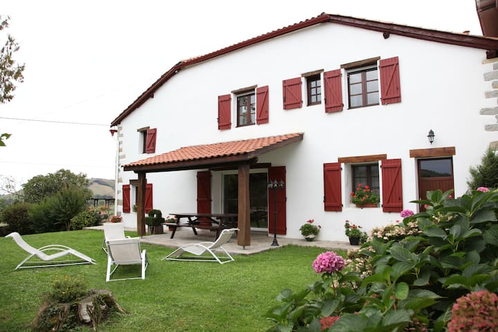 Gîte Harrieta (183m² 4 chambres) - Irissarry - House