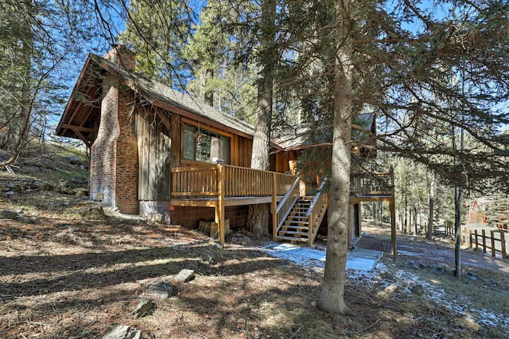 'Reed Cabin' is the perfect mountain retreat for friends and family.