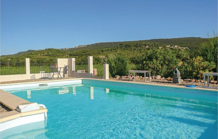 Holiday cottage with 3 bedrooms on 118m² in Prades sur Vernazobre