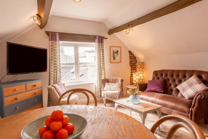 BRAND NEW! Cosy, Period Flat, heart of Chester