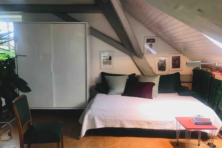 Atelierschlafplatz mit Balkon
